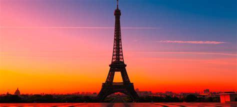 la ville de paris lance les  premiers sites web en paris