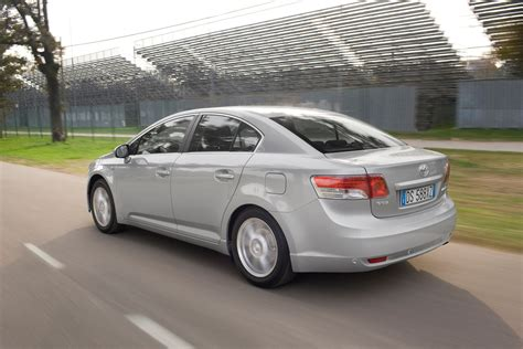 toyota avensis toyota avensis saloon review 2009 parkers