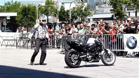 Motorrad Stunt Show Youtube by Bmw Motorrad Stunt Show Chris Pfeiffer 2010 Hd Youtube