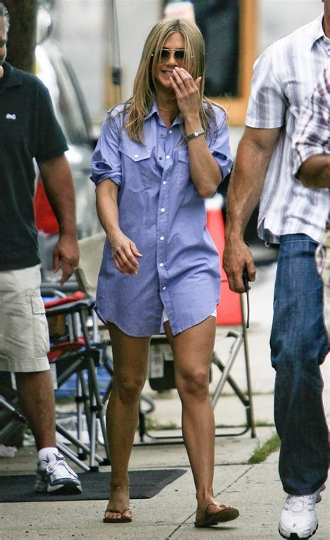 8 Aniston The Bounty Promo Looks by Aniston And Gerard Butler On The Set Of The
