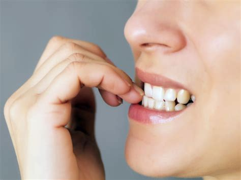 chewing nails 5 easy ways to stop biting your nails boldsky