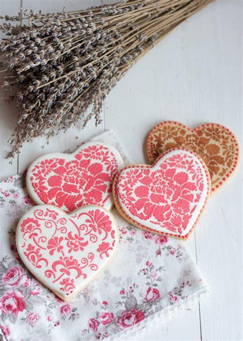 como decorar globos rellenos de harina c 243 mo decorar galletas con stencils para san valent 237 n