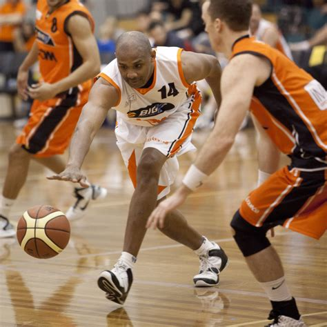 Mba Basketball League by Cougars Own Timmons Makes Big V Bounce All