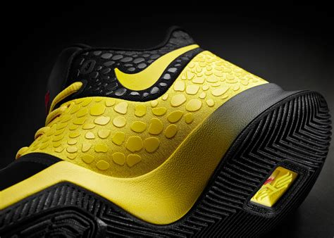 Sepatu Basket Kyrie 2 Bruce kyrie pays respect to and bruce with special