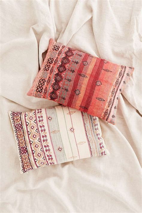 Outfitters Pillows by 1000 Ideas About Outfitters Bedding On