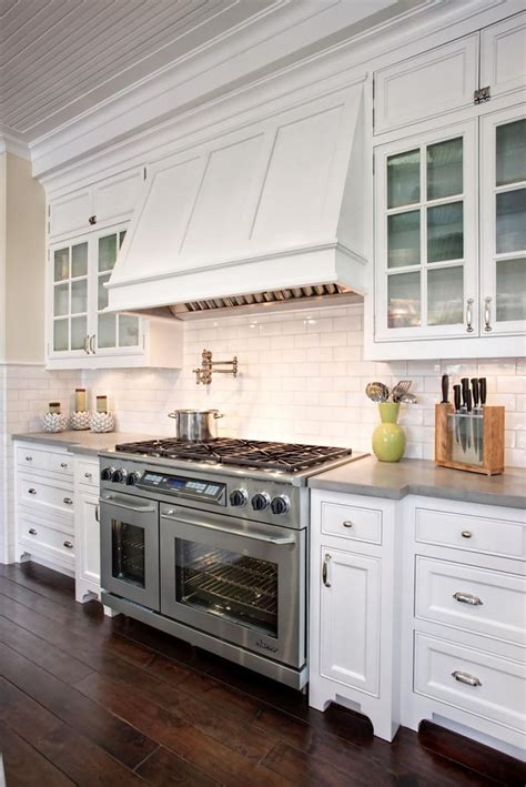 pinterest white kitchen cabinets best 25 cape cod kitchen ideas on pinterest cape cod