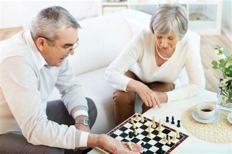 pareja jugando al ajedrez descargar fotos gratis