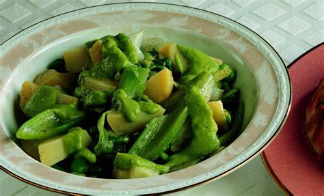 ricette sedano verde ricetta insalata calda di cipollotti e sedano verde la