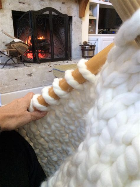 diy a thick cozy chunky knit blanket in one day