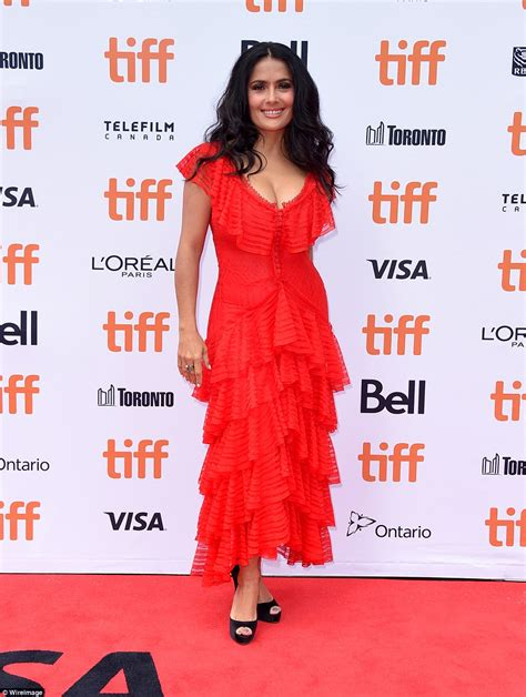 filme schauen the hummingbird project salma hayek wows in plunging lace red dress as she attends