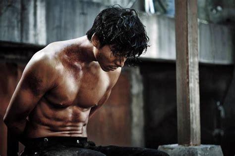 film gong yoo gong yoo goes from hunter to hunted in the suspect