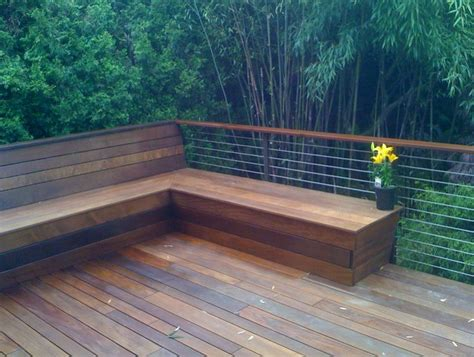 how to build deck bench seating 25 b 228 sta id 233 erna om deck benches p 229 pinterest