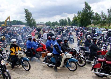 Motorradtreffen Bilder by Bilder Vom 10 Mz Oldtimer Und Motorradtreffen In Torgelow