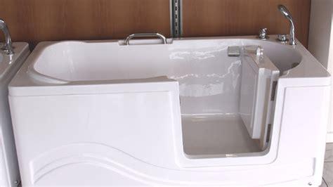 une baignoire 224 porte pour personnes 226 g 233 es d 233 pendantes