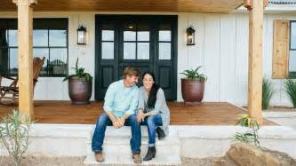 Fixer Uppers by Fixer Upper Stars Chip And Joanna Gaines Get Spinoff Tv