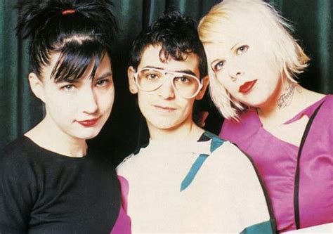 Le Tigre Feminist Sweepstakes - le tigre biography discography music news on 100 xr the net s 1 rock station