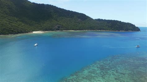catamaran whitsundays charter whitsunday escape bareboat sailing holidays yacht