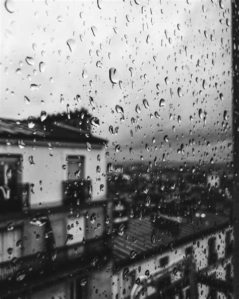 imagenes blanco y negro lluvia imagen de gotas de lluvia en la ventana foto gratis