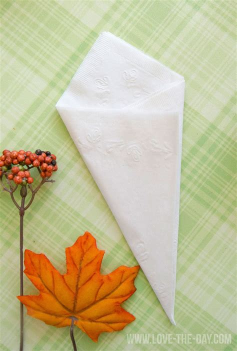 Paper Serviette Folding - paper napkin folding idea with chinet by the day