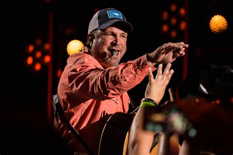 garth fan garth surprises tennessee fan with free tickets to