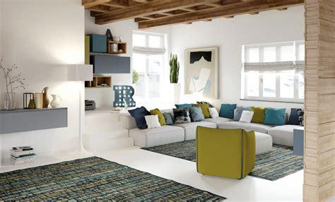 divani enormi a una comoda chaise longue oppure da un divano con