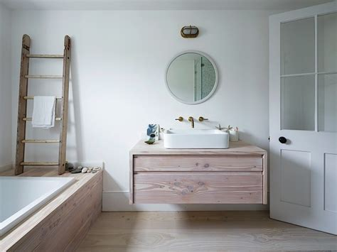 badezimmer cubbies this look a bathroom clad in dinesen wood