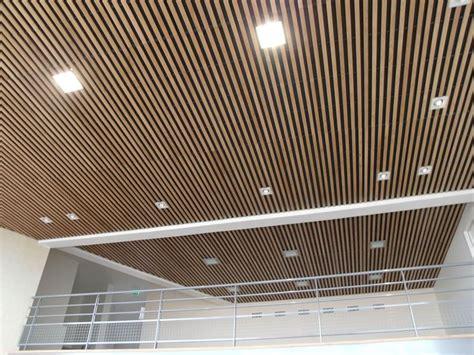 soffitti in legno moderni controsoffitti in legno controsoffitti funzionalit 224