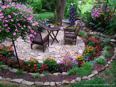 Garden Patio Ideas Photos by Best 25 Circular Patio Ideas On Patio Paving