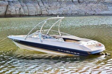wakeboard with boat bayliner 2050 with a big air ice tower universal
