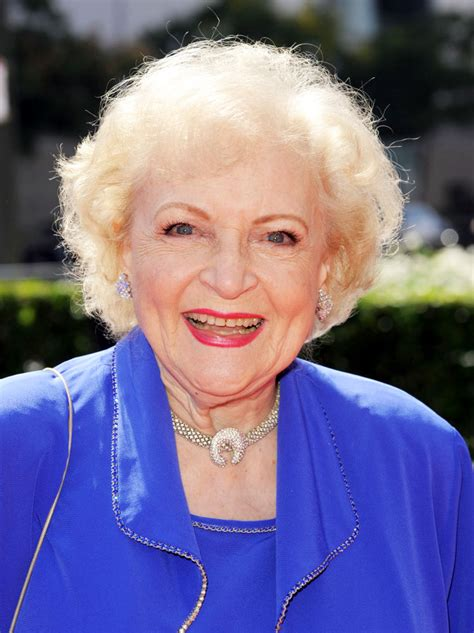 day betty white betty white to host s day on snl
