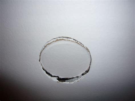 Comment Boucher Un Trou Au Plafond by Reboucher Mon Trou