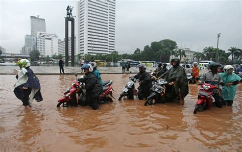 di jakarta ini 54 titik genangan banjir yang rendam ribuan rumah di