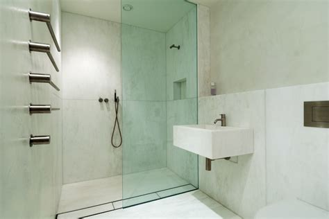 Modern Bathroom Walls B 233 Ton Cir 233 White Bathroom Walls Modern Bathroom
