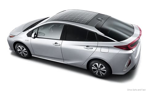 fast toyota prius toyota prius in hybrid gets rooftop solar panel