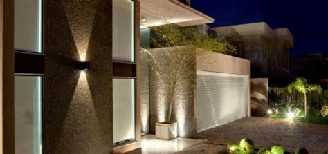 Plantas Online como deixar linda a fachada apostando em muros e port 245 es