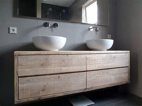 lade a soffitto per bagno steigerhout in de badkamer slim of onverstandig