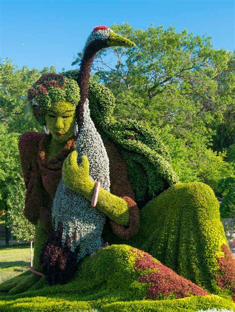 Botanical Garden In Montreal Living Plant Sculptures At The Montreal Botanical Gardens