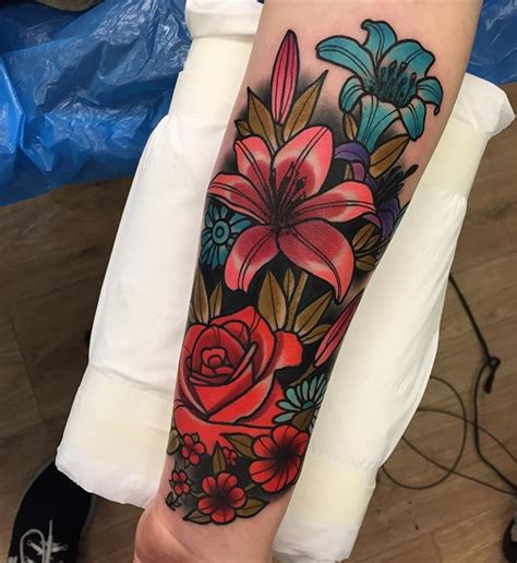 tattoo flowers traditional flower traditional tattoo tattoos pinterest