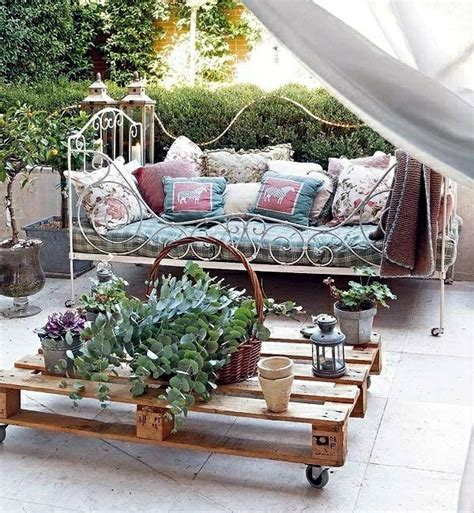 wood pallets furniture for garden and balcony ideas