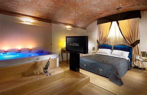 suite con vasca idromassaggio in toscana hotel 4 stelle arezzo in centro graziella patio hotel