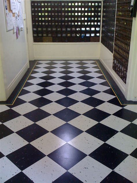 Black and White Floor   Transitional   Entry   San