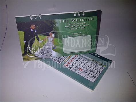 desain undangan pernikahan kalender meja undangan pernikahan unik model kalender meja plus notes