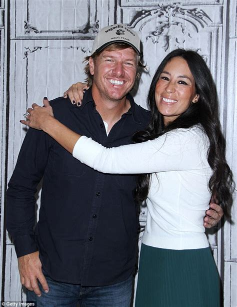 where do chip and joanna gaines live fixer upper s chip gaines denies divorce rumors daily