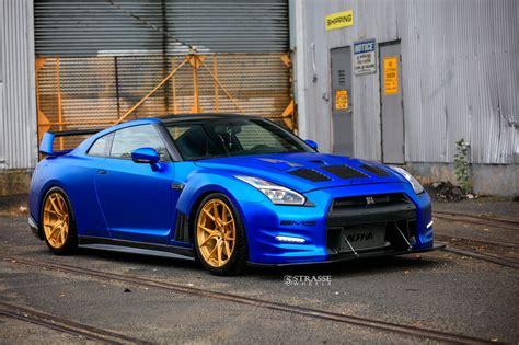 nissan gtr matte blue matte chrome blue gt r on strasse wheels front angle