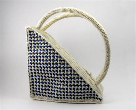 crochet pattern for purse handles crochet pattern for retro triangle purse with round
