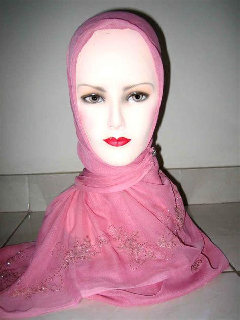Jilbab Terbaru Jilbab Sulam Benang Model Terbaru Erianashop S