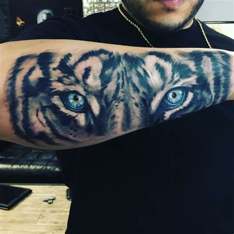 top 25 ideas about tiger on white collection of 25 original tiger with blue on arm