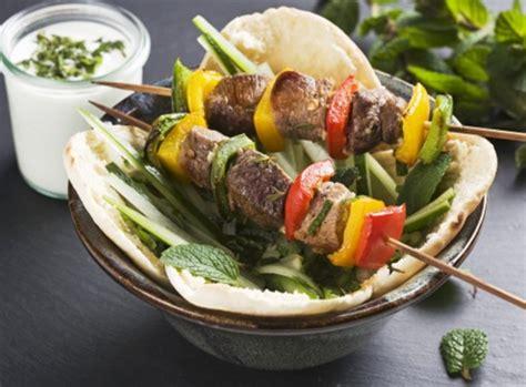 come cucinare gli spiedini di carne in padella come cucinare gli spiedini nel microonde la ricetta veloce