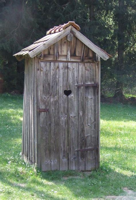 toilettenhaus garten plumpsklo