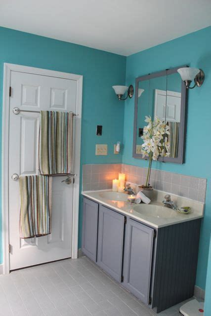 Yellow And Teal Bathroom I M Totally Painting The Vanity Gray When I Paint The Rest Of The Bathroom Yellow Which Will